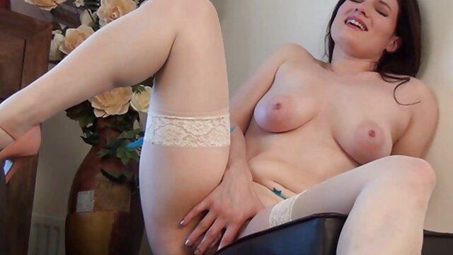 او سینه های برنزه خود عکس های سکسی بازیگران هالیوود را نشان داد